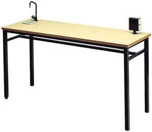 Mesa de laboratorio con grifo y enchufes