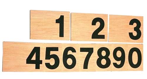 Números en lija y madera