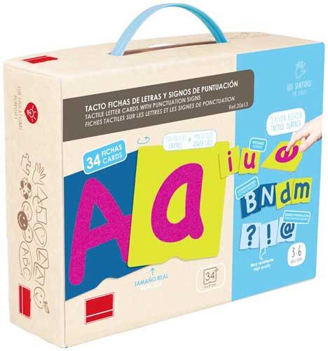 Tacto fichas de letras y signos de puntuación detalle de la caja