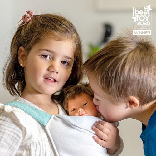 Muñeco con síndrome de Down 38 cm detalle 4