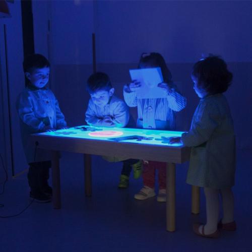 Mesa de luz 150 x 50 cm patas madera detalle 2